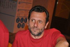 Peppe Ruggiero è scrittore, giornalista, regista e documentarista (collaboratore di Carlo Lucarelli in occasione della trasmissione televisiva 'La Tredicesima Ora' di Rai3)