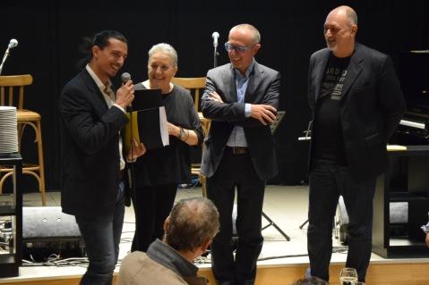 Gianluca D'Aquino premiato da Franco Forte (Giallo Mondadori), Annamaria Fassio (scrittrice) e Nevio Galeati